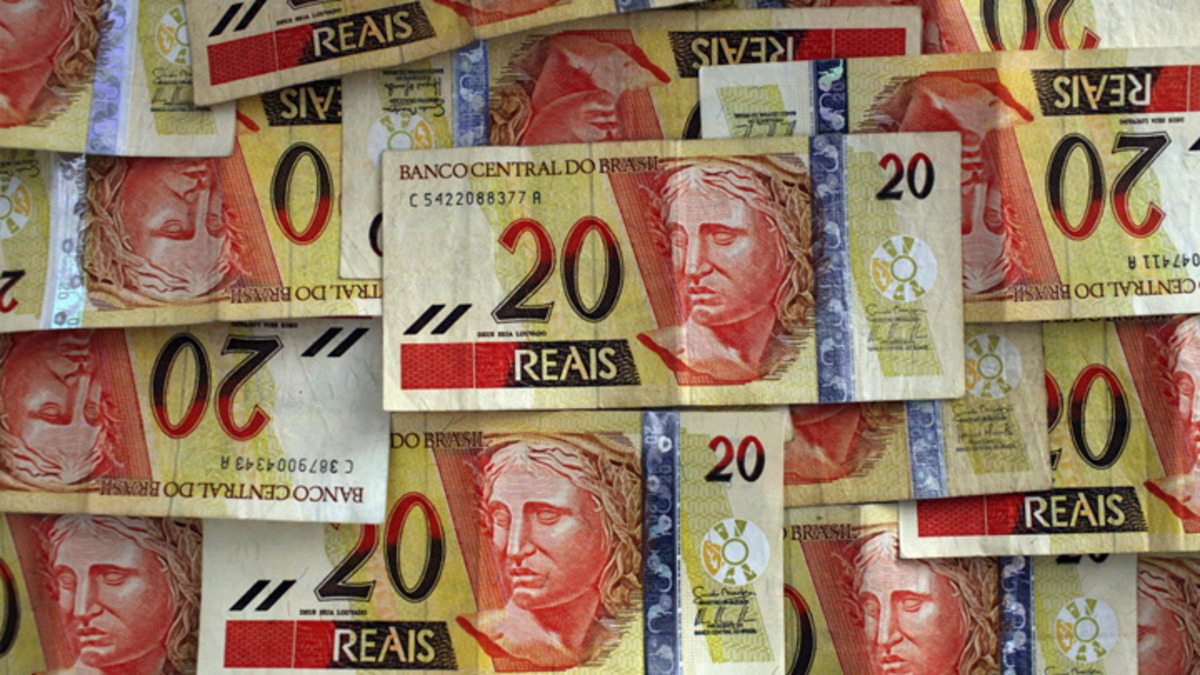 Brazil real drops to record low