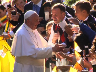 Pope Greets Crowd Before White House Visit