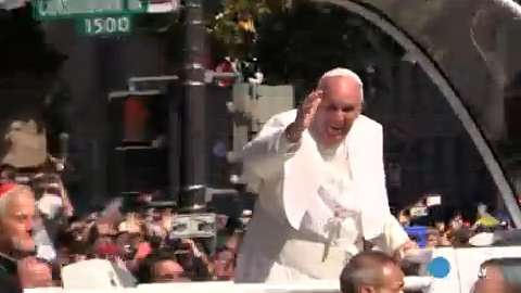 Pope Francis charms D.C. parade crowd