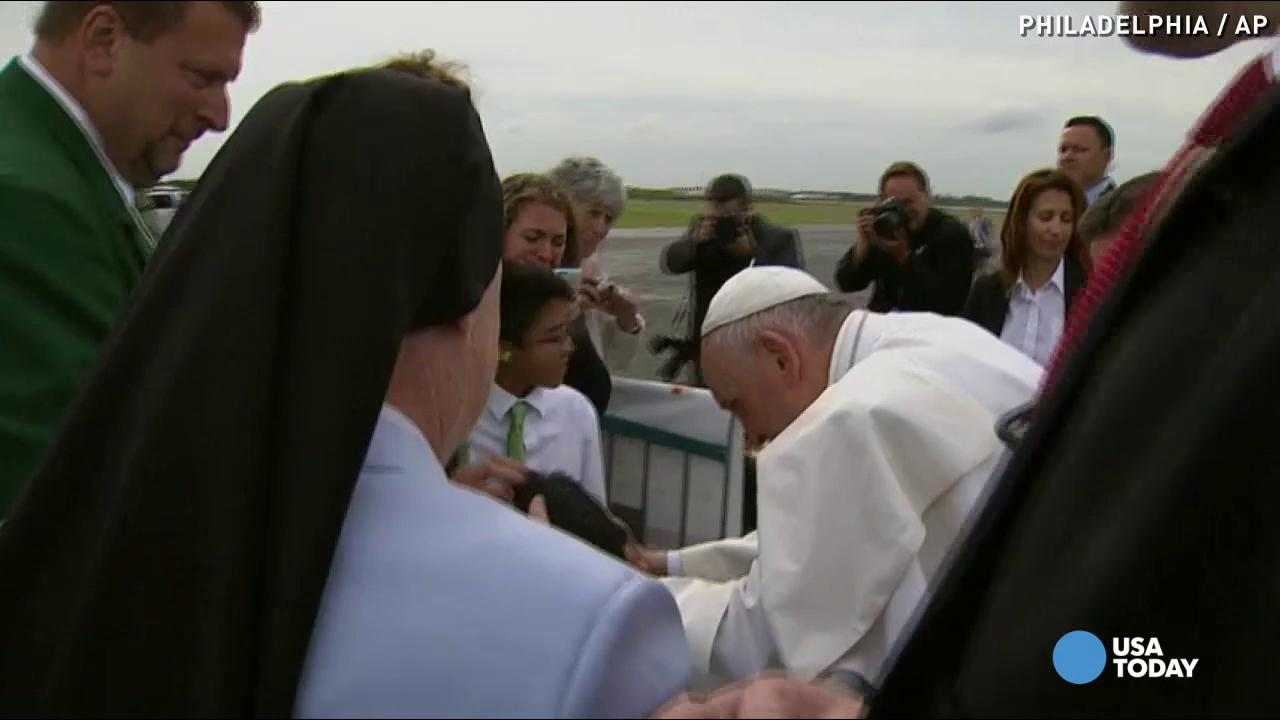 Pope Francis stops Fiat to bless disabled boy