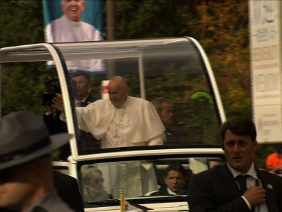 Crowds Greet Pope at Independence Hall