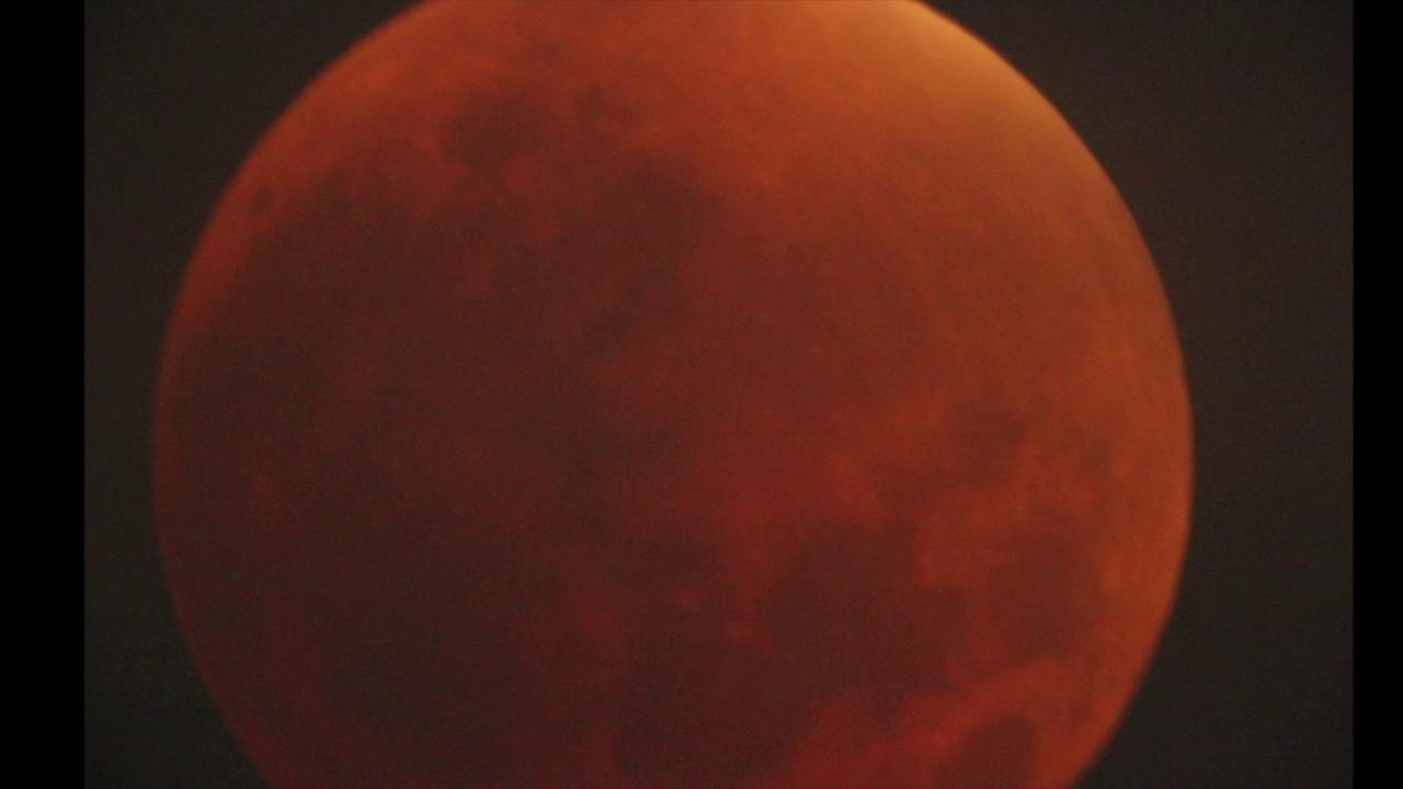 Supermoon eclipse brings out skywatchers in Los Angeles