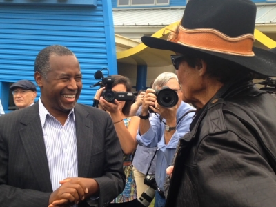 Raw: Richard Petty Revs Up Ben Carson's 2016 Bus