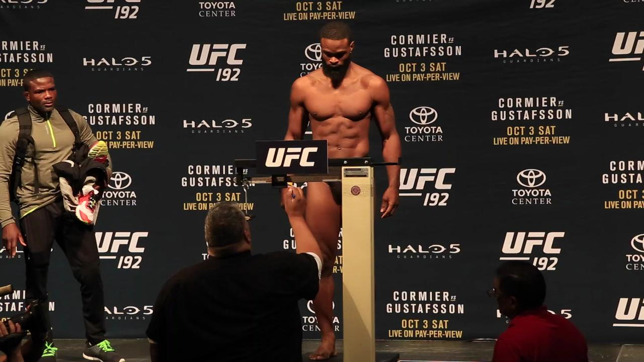 Tyron Woodley makes weight despite no fight with Johny Hendricks