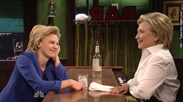 """Democratic frontrunner Hillary Clinton spent her Saturday night in the bar with her """"Saturday Night Live"""" counterpart, Kate McKinnon. Video provided by Newsy"""