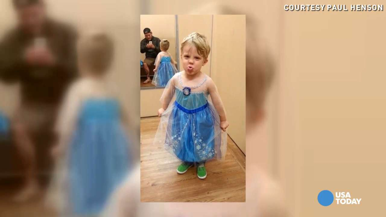Dad's photo of son in 'Frozen' costume goes viral