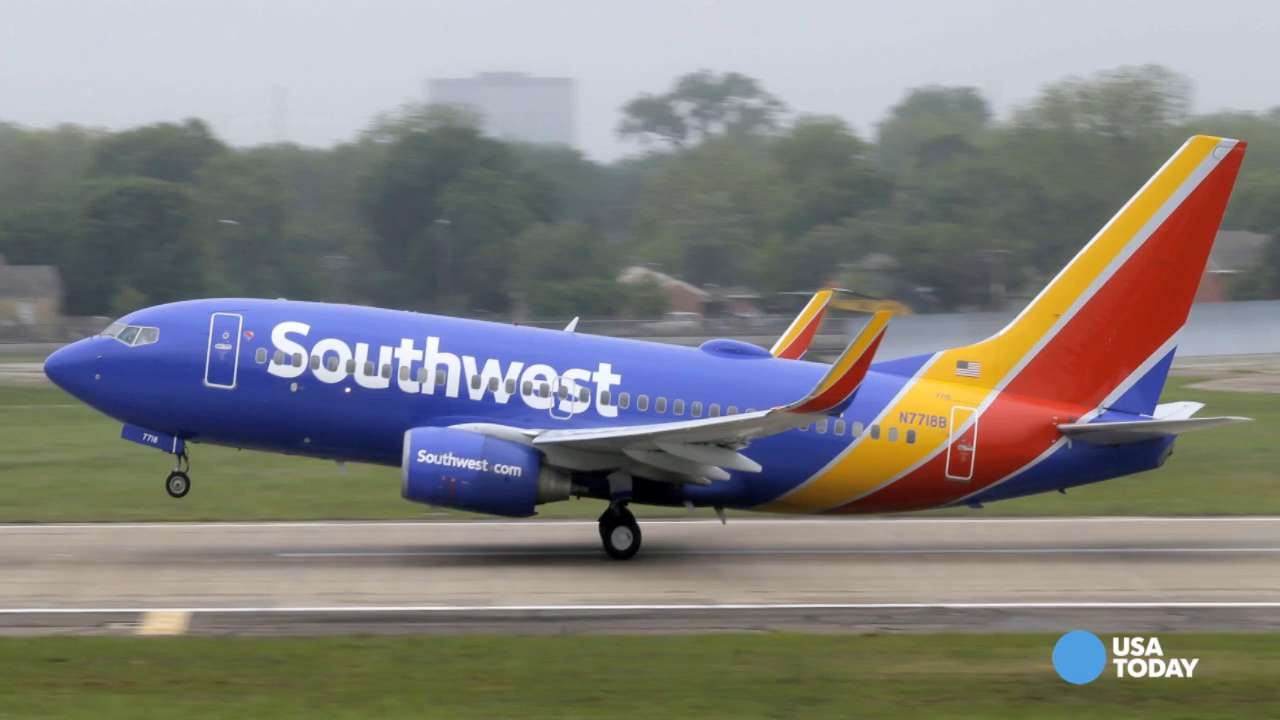 Tech glitch delays hundreds of Southwest flights