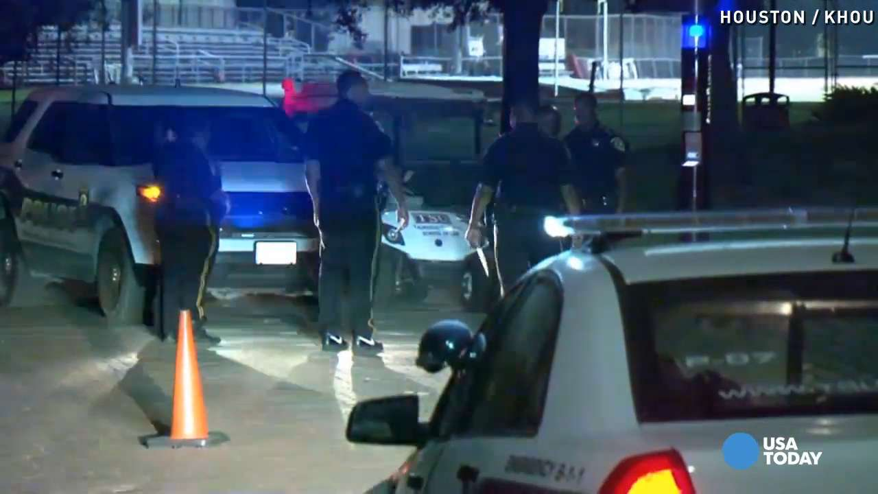 Texas university gives students curfew after shootings