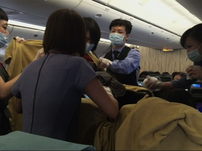 Doctor delivers baby on flight from Taiwan