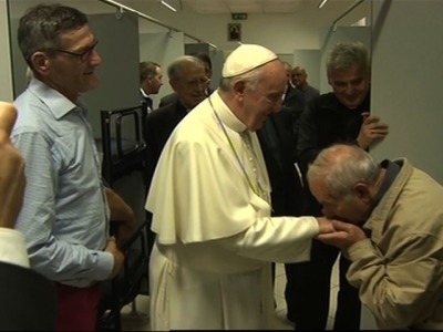 Raw: Pope Francis Visits Homeless Shelter