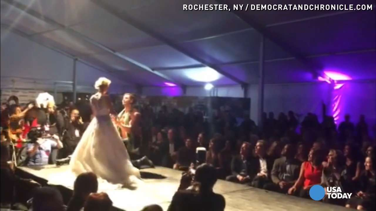 Surprise! Model proposes to girlfriend on runway