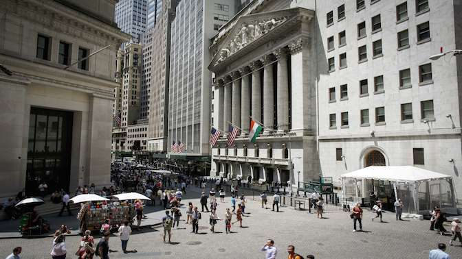 Smaller bonuses for Wall Street