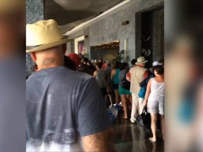 Raw: Hotel guests wait to be evacuated in Mexico