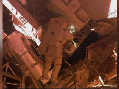 Raw: Astronaut Takes Spacewalk Ahead Of Record