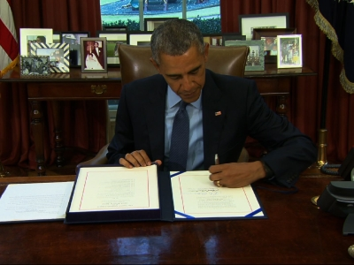 Obama signs 2-year budget, debt deal