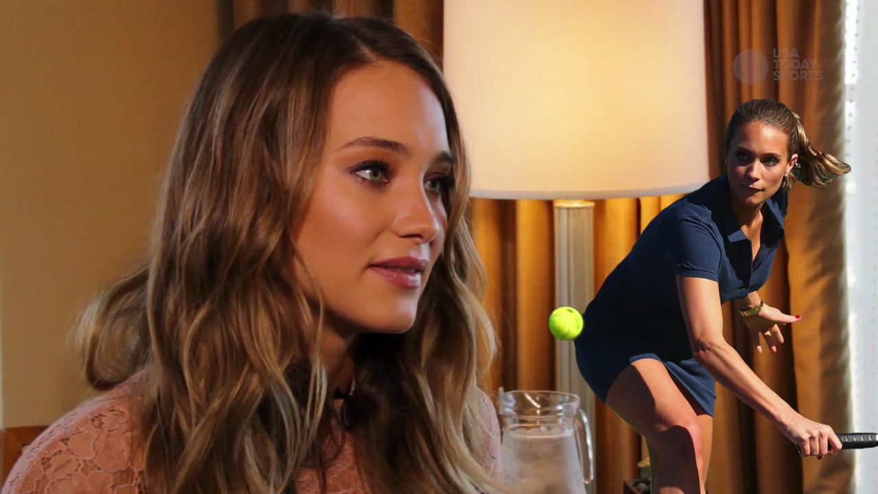 Hannah Davis shows off Jeter's only ring he didn't win