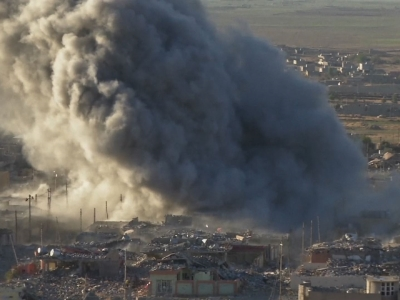 Smoke rises over Sinjar as Kurds close in