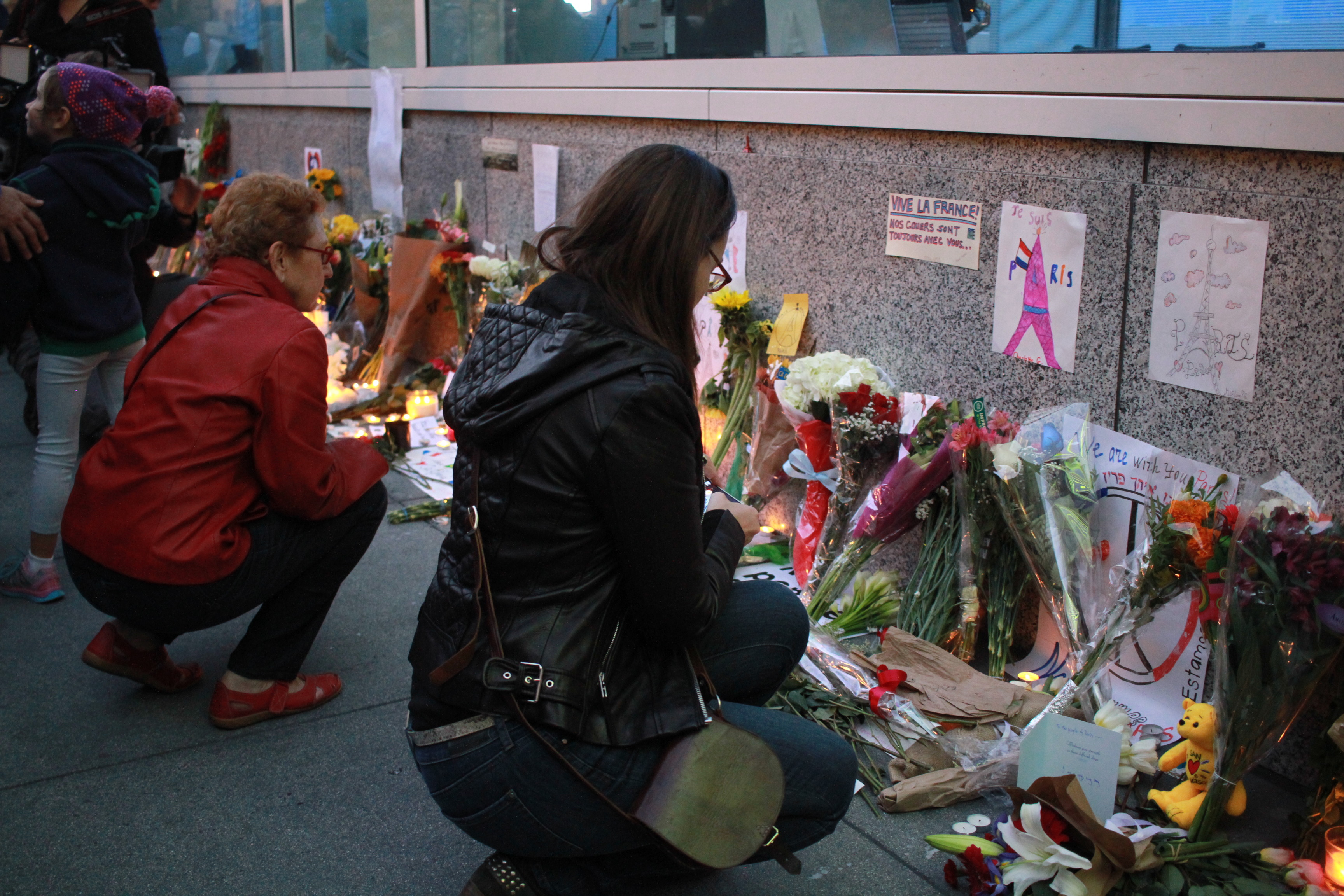 Hundreds gather in San Francisco to mourn victims of French tragedy