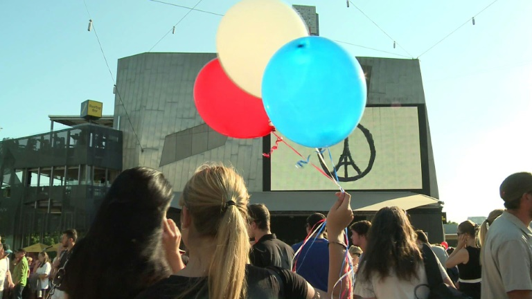 Melbourne pays tribute to Paris victims