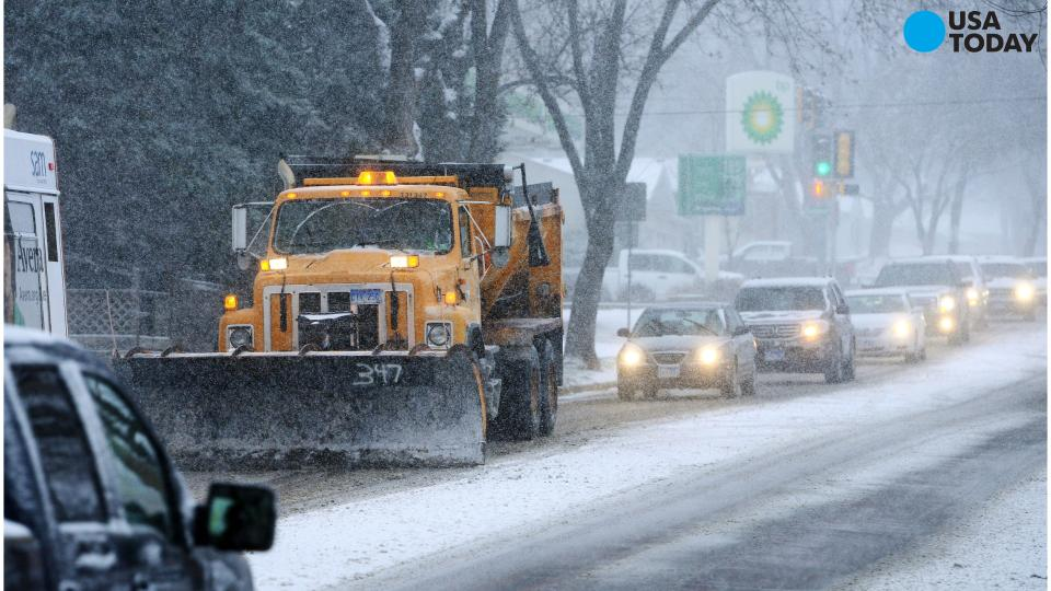 First major snow storm hits the Midwest