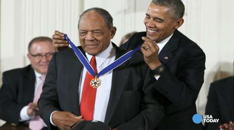 Obama honors 17 with Presidential Medal of Freedom