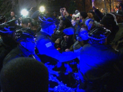 Raw: Protesers Confront Chicago Police