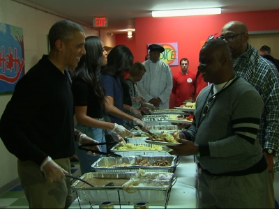 Raw: Obamas Serve Thanksgiving Meal For Homeless