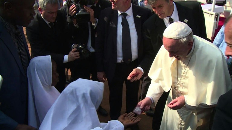 Pope visits mosque in flashpoint Bangui neighbourhood