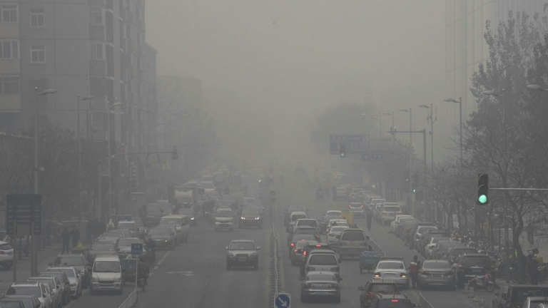 China smog climbs to perilous levels