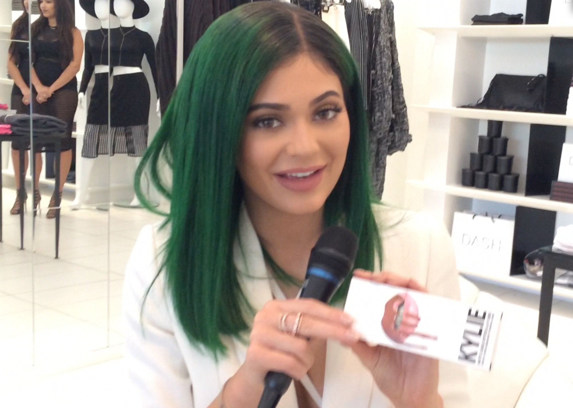 Kylie Jenner shows us her (sold-out) 'Lip Kit'