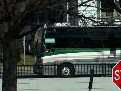 Raw: Scott Weiland's Bus Drives Away