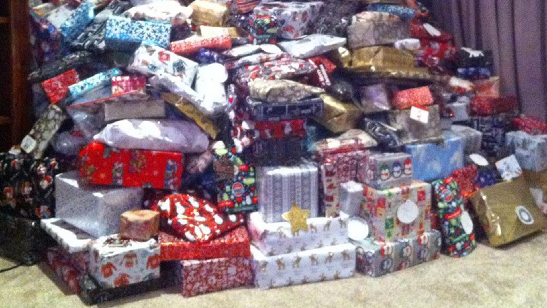 Mom\'s photo of presents to \'spoiled\' kids sparks outrage