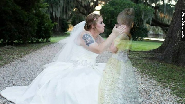 Photographer includes bride39s late daughter in for Wedding photographer wanted