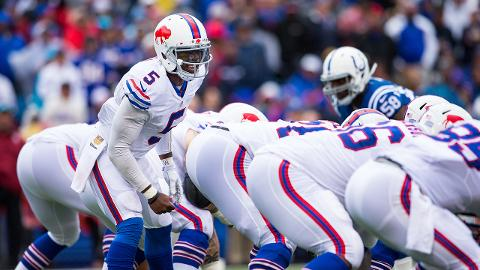 Tyrod Taylor gifts offensive lineman 65'' TVs