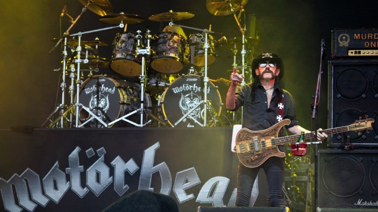 "Ian ""Lemmy"" Kilmister, the frontman of iconic British heavy metal band Motorhead, dies aged 70 of a sudden, aggressive cancer, the group says. Video provided by AFP"