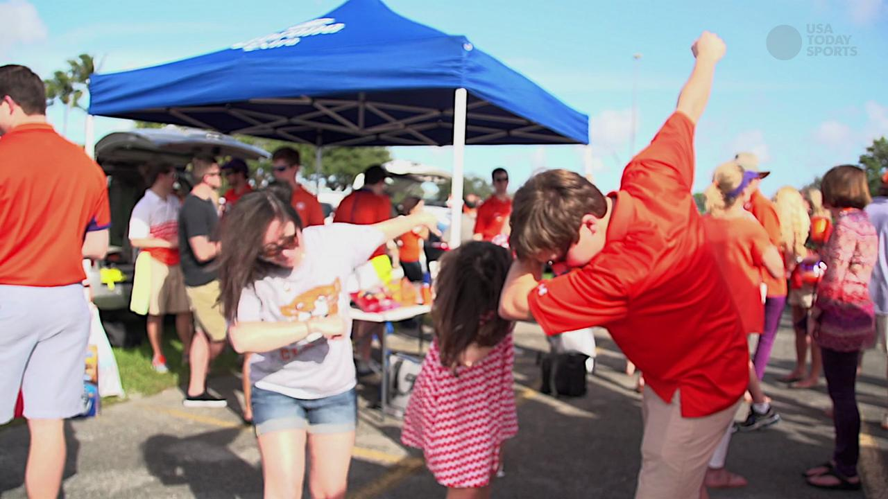 Clemson Tigers fans channel their inner Dabo Swinney and dab on 'em at the Orange Bowl.