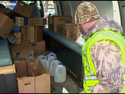 Raw: Door-to-door water delivery begins in Flint