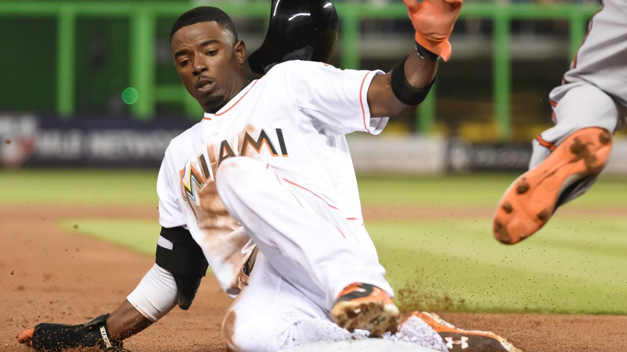 Report: Marlins sign Dee Gordon to five-year, $50 million deal