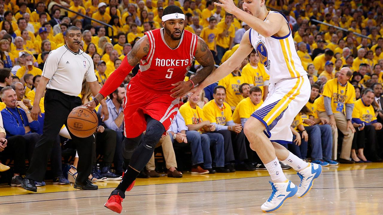 The Los Angeles Clippers have traded Josh Smith to the Houston Rockets, reports Adrian Wojnarowski of Yahoo! Sports.