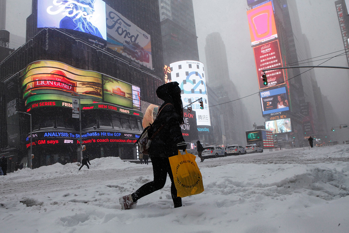 Watch as Times Square fills with snow in 45 seconds