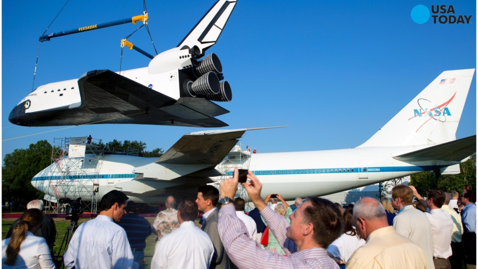 Space shuttle reunited with piggyback plane
