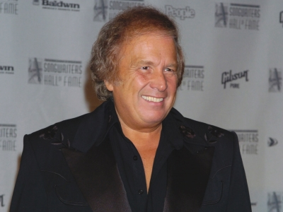 Don McLean attorney: Wife's protection order case dismissed; Julie Delpy apologizes for comments about African Americans; 'The Revenant' braves the blizzard with $16M at U.S. box office. (Jan. 25)