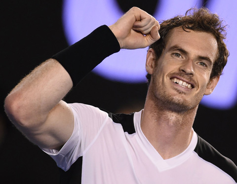 Andy Murray defeated David Ferrer to advance to the Australian Open semifinals.
