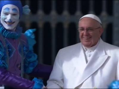Raw: Circus Performers Put on Show For Pope