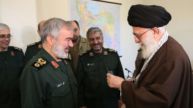Iranian commanders receive medals for capturing US sailors