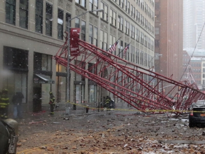 Mayor Bill de Blasio says there have been gas leaks as the result of the deadly crane collapse in Lower Manhattan. The collapse left one person dead and three injured. (Feb. 5)