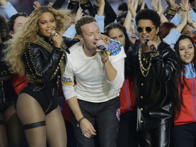 Coldplay lets Beyonce, Bruno Mars overshadow band; Beyonce announces 2016 Formation World Tour; 'Kung Fu Panda 3' tops Super Bowl weekend at U.S. box office. (Feb. 8)