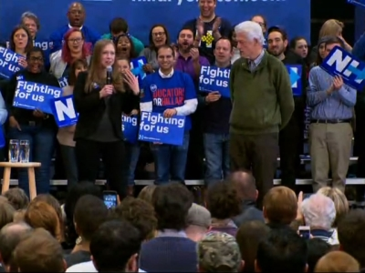 Democratic presidential candidate Hillary Clinton was joined on stage by her daughter Chelsea and husband Former president Bill Clinton in a final push for New Hampshire voters on Monday. (Feb. 8)