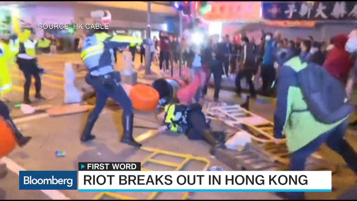 Hong Kong saw protestors take to the streets as police attempted to shut down illegal food stores in the Mong Kok district during Lunar New Year celebrations.