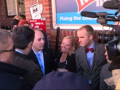Cruz meets with NH voters on primary day